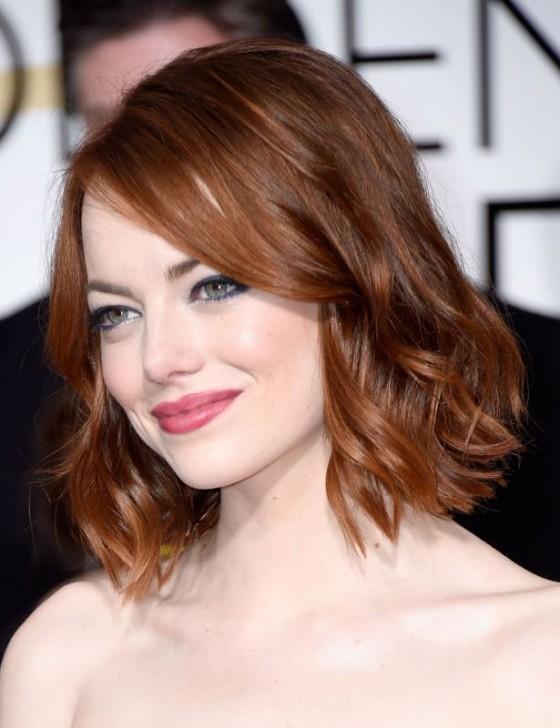 Emma Stone bob-cut rosso e mosso