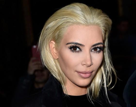 Kim Kardashian bob cut platino