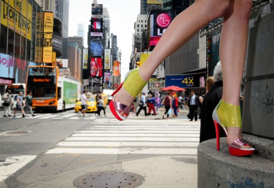 scarpe Louboutin sandalo metal in New York