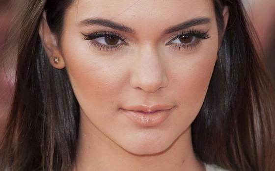 make-up della primavera 2015 enfatizza occhi e zigomi
