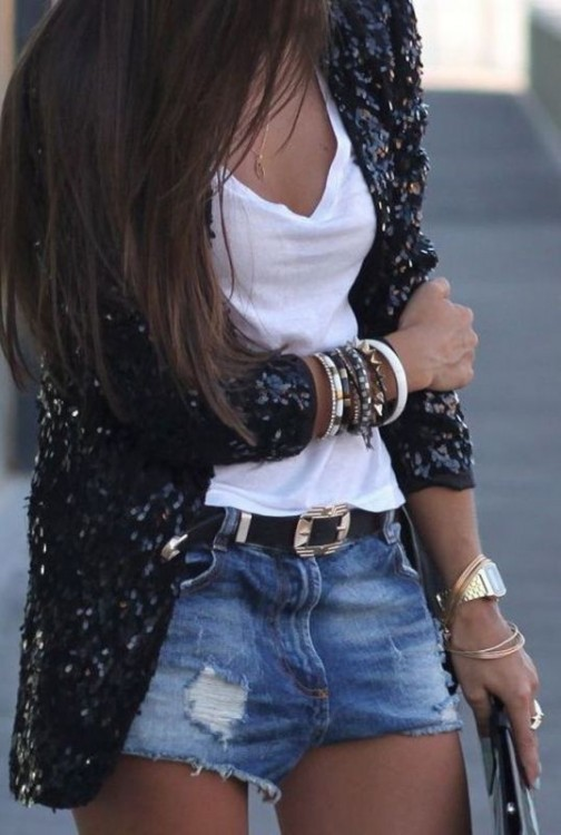 Denim shorts e giacca in paillettes