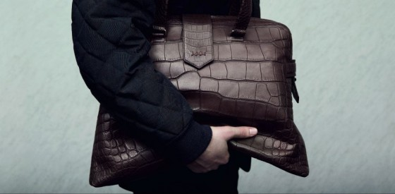 l'uomo con la borsa