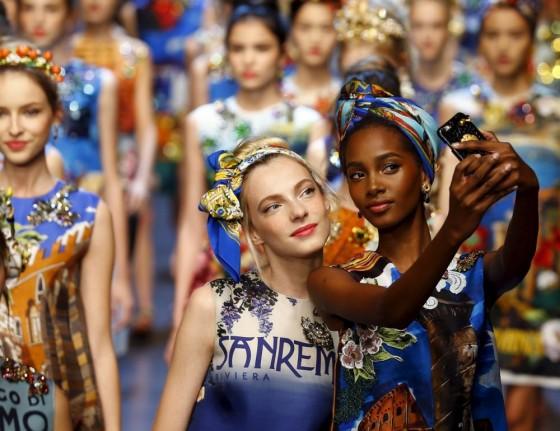 milano fashion week dolce e gabbana selfie due
