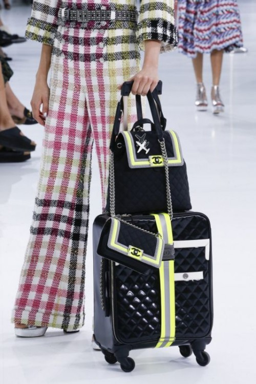 chanel-airlines-spring-2016-collection-bagagli