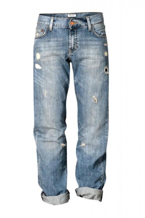 boyfriend-jeans- e giacchino in paillettes