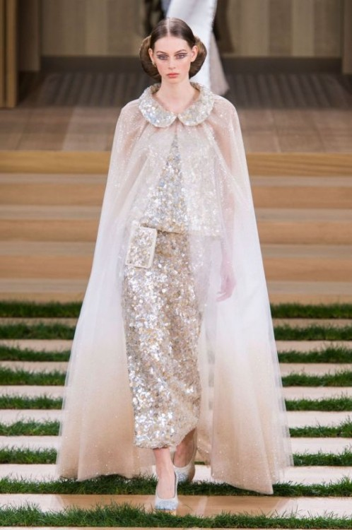 defile-chanel-haute-couture-printemps-ete-2016-7_