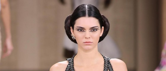 kendall-jenner-superbe-au-defile-chanel-HAUTE Couture