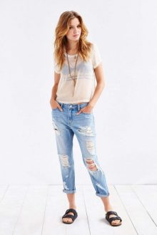 boyfriend jeans con outfit casual
