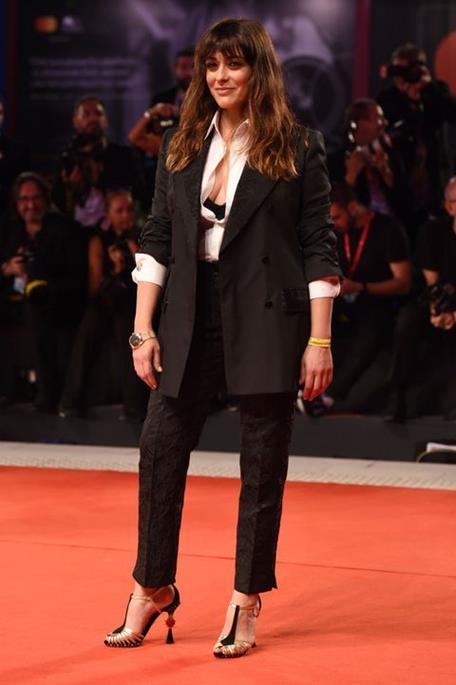 Valentina Lodovini sandali tacco gioiello