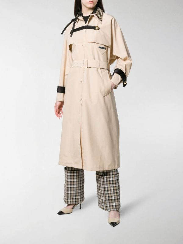 Prada trench con borchie indossato